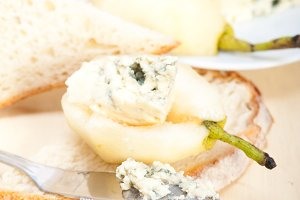 fresh pears and cheese 057.jpg