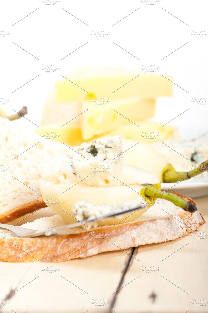fresh pears and cheese 056.jpg - Food & Drink
