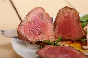 grilled beef filet mignon with vegetables 040.jpg