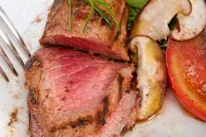 grilled beef filet mignon with vegetables 048.jpg