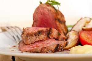 grilled beef filet mignon with vegetables 051.jpg