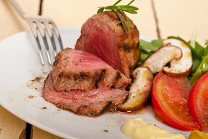 grilled beef filet mignon with vegetables 053.jpg