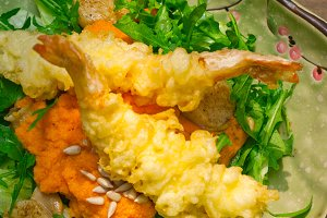 japanese shrimps tempura and salad 005.jpg