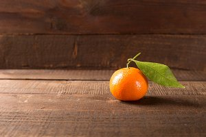 clementine on wooden table