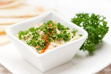 Baba Ghanoush eggplant dip and pita bread 02.jpg