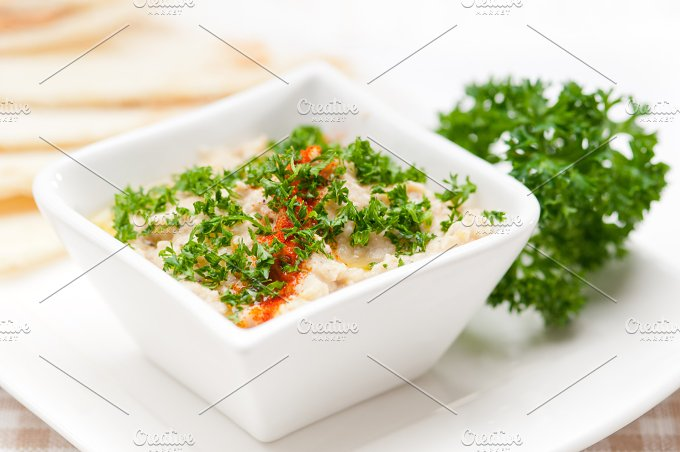Baba Ghanoush eggplant dip and pita bread 02.jpg - Food & Drink
