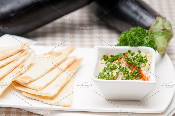 Baba Ghanoush eggplant dip and pita bread 07.jpg - Food & Drink