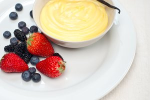 vanilla custard pastry cream 06.jpg