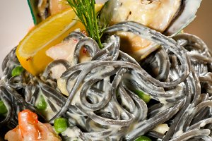 black spaghetti and seafood02.jpg