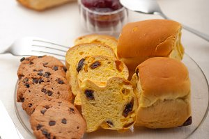 breakfast bread and berry jam 24.jpg
