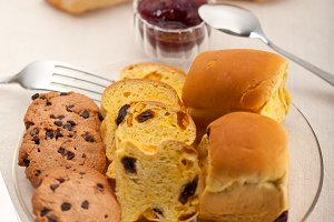 breakfast bread and berry jam 25.jpg