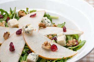 fresh pears arugola and gorgonzola salad 05.jpg
