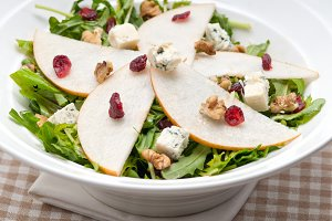 fresh pears arugola and gorgonzola salad 03.jpg