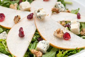 fresh pears arugola and gorgonzola salad 04.jpg