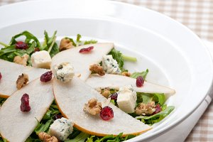 fresh pears arugola and gorgonzola salad 06.jpg