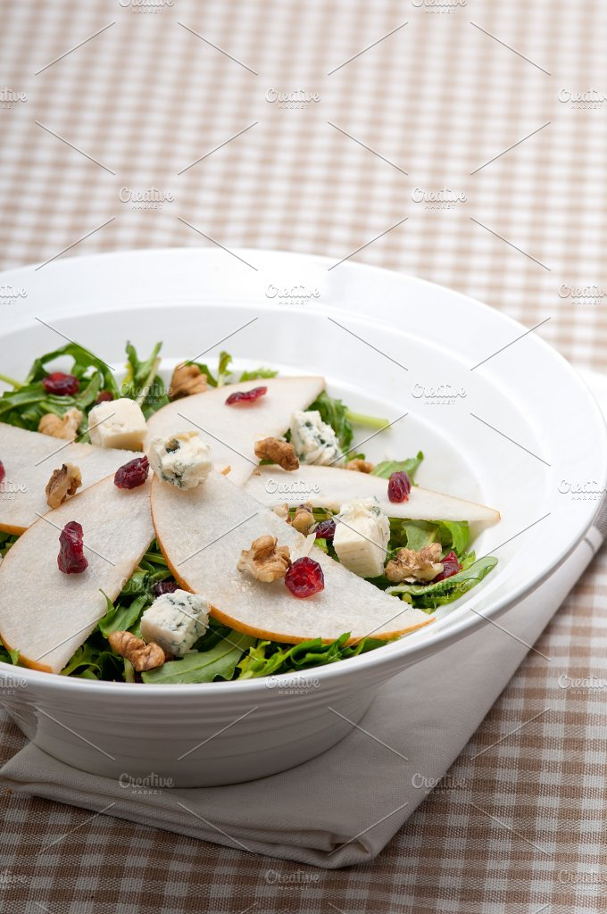 fresh pears arugola and gorgonzola salad 06.jpg - Food & Drink