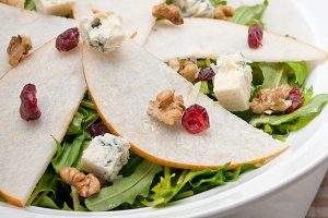 fresh pears arugola and gorgonzola salad 07.jpg
