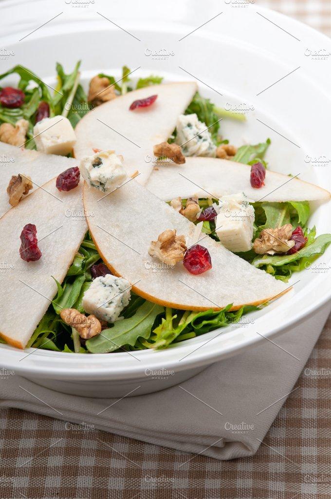 fresh pears arugola and gorgonzola salad 07.jpg - Food & Drink
