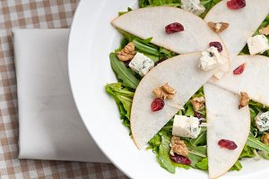 fresh pears arugola and gorgonzola salad 08.jpg