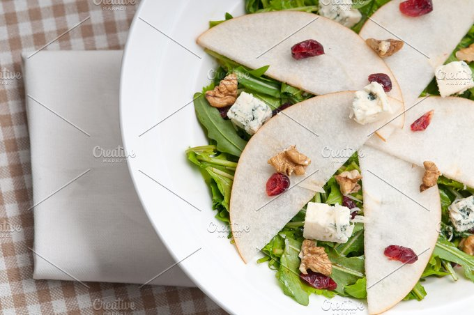 fresh pears arugola and gorgonzola salad 08.jpg - Food & Drink