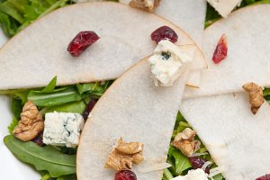 fresh pears arugola and gorgonzola salad 10.jpg