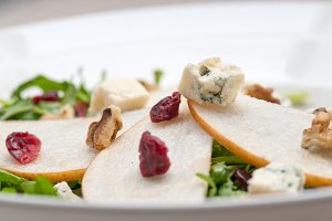 fresh pears arugola and gorgonzola salad 11.jpg
