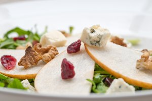 fresh pears arugola and gorgonzola salad 12.jpg