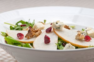 fresh pears arugola and gorgonzola salad 13.jpg