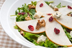 fresh pears arugola and gorgonzola salad 23.jpg