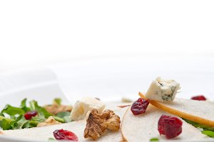 fresh pears arugola and gorgonzola salad 26.jpg