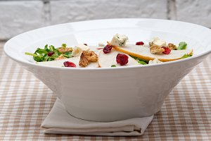fresh pears arugola and gorgonzola salad 32.jpg