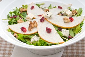 fresh pears arugola and gorgonzola salad 33.jpg