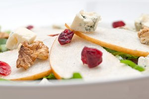 fresh pears arugola and gorgonzola salad 34.jpg