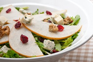 fresh pears arugola and gorgonzola salad 40.jpg