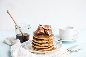 Pancake tower with fresh figs