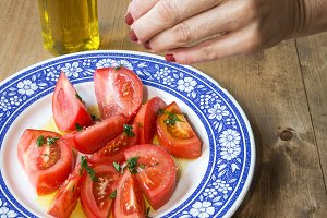 Tomato slices with olive oil and sal