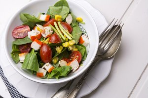 spinach salad with cherry tomatoes a