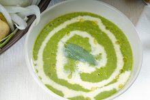 spinach soup 15.jpg