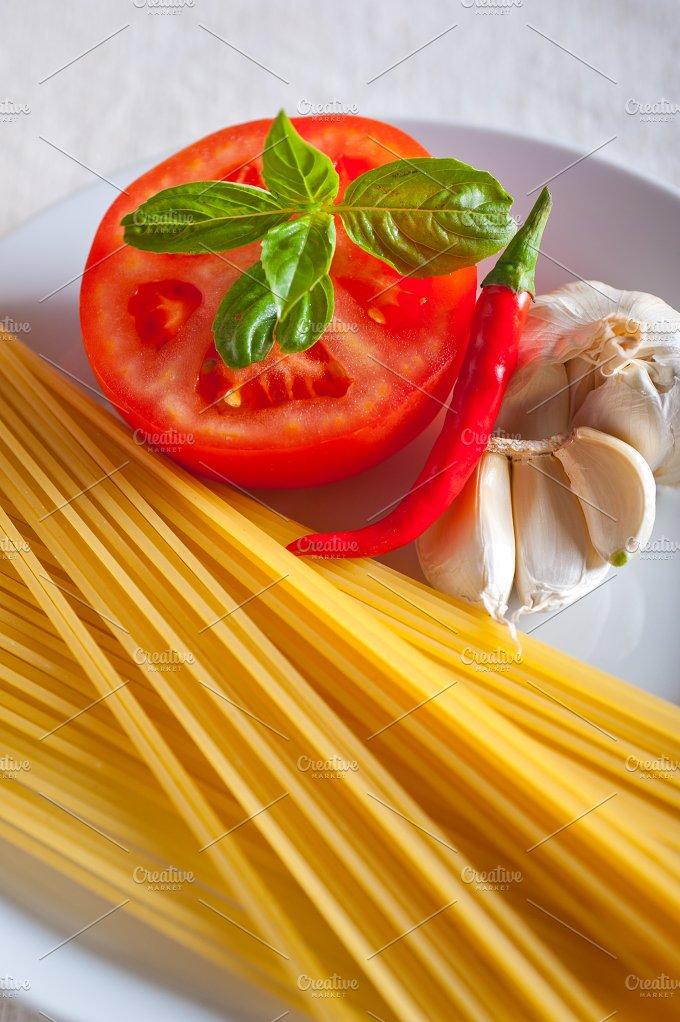 tomato basil spaghetti pasta 01.jpg - Food & Drink