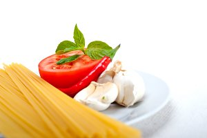 tomato basil spaghetti pasta 07.jpg