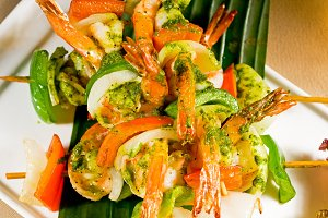 shrimps and vegetables skewers  05.jpg