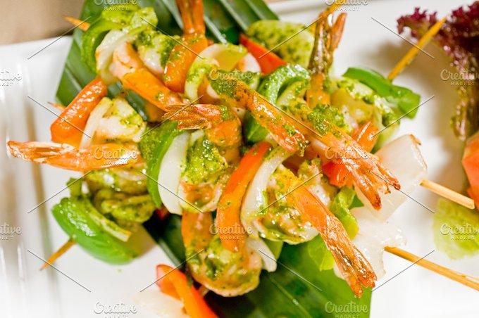 shrimps and vegetables skewers 07.jpg - Food & Drink