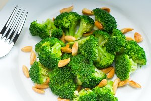 sauteed broccoli and almonds 3.jpg