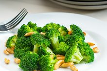 sauteed broccoli and almonds 4.jpg