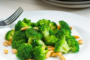 sauteed broccoli and almonds 4.jpg
