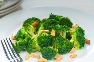 sauteed broccoli and almonds 2.jpg