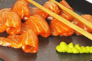 salmon sushi 4.jpg