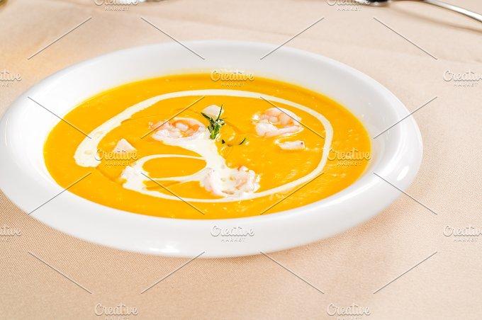 pumpking and shrimps soup 01.jpg - Food & Drink