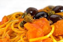 spaghetti pasta puttanesca.jpg