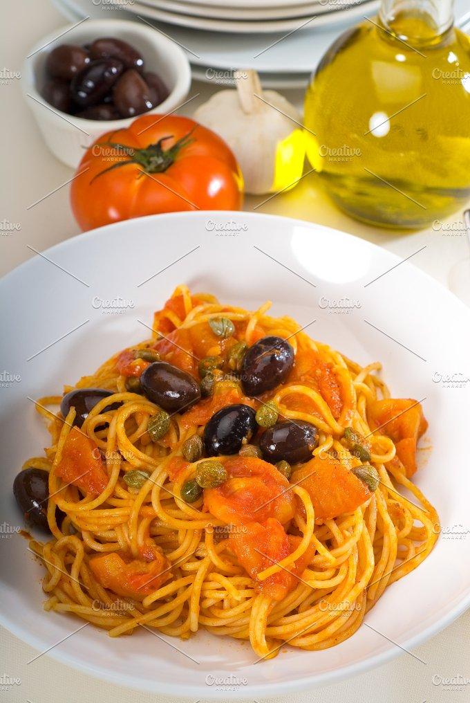 pasta spaghetti puttanesca 3.jpg - Food & Drink